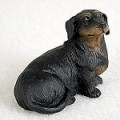 Tiny One - lille gravhundefigur, black/tan korthår